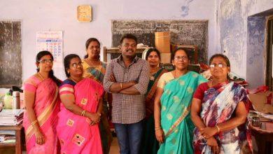"""Photo of தனது பள்ளி ஆசிரியர்களை பார்த்து கசிந்துருகிய """"பரியேறும்பெருமாள் """" இயக்குனர்!"""