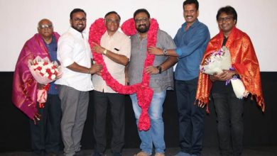 Photo of Distributors galore and honour producer T.G. Thyagarajan and Director Siva for Viswasam success!