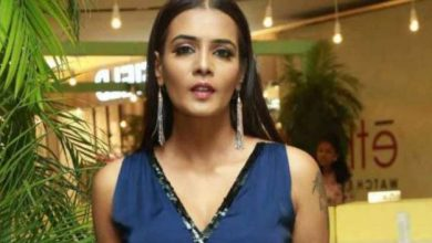 Photo of பிக் பாஸ் பிரபலம் நடிகை மீரா மிதுன் மீது வழக்குப் பதிவு!