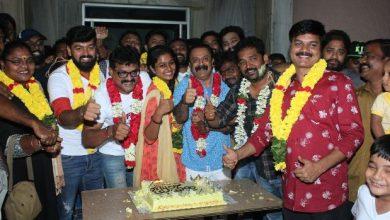 Photo of ரசிகர்களோடு 'கேக்' வெட்டி வெற்றியை கொண்டாடிய 'கன்னி மாடம்' படக்குழு!