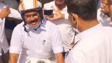 Photo of சென்னை ஸ்பென்சர் சிக்னலில் பைக்கில் கெத்து காட்டிய அமைச்சர்!